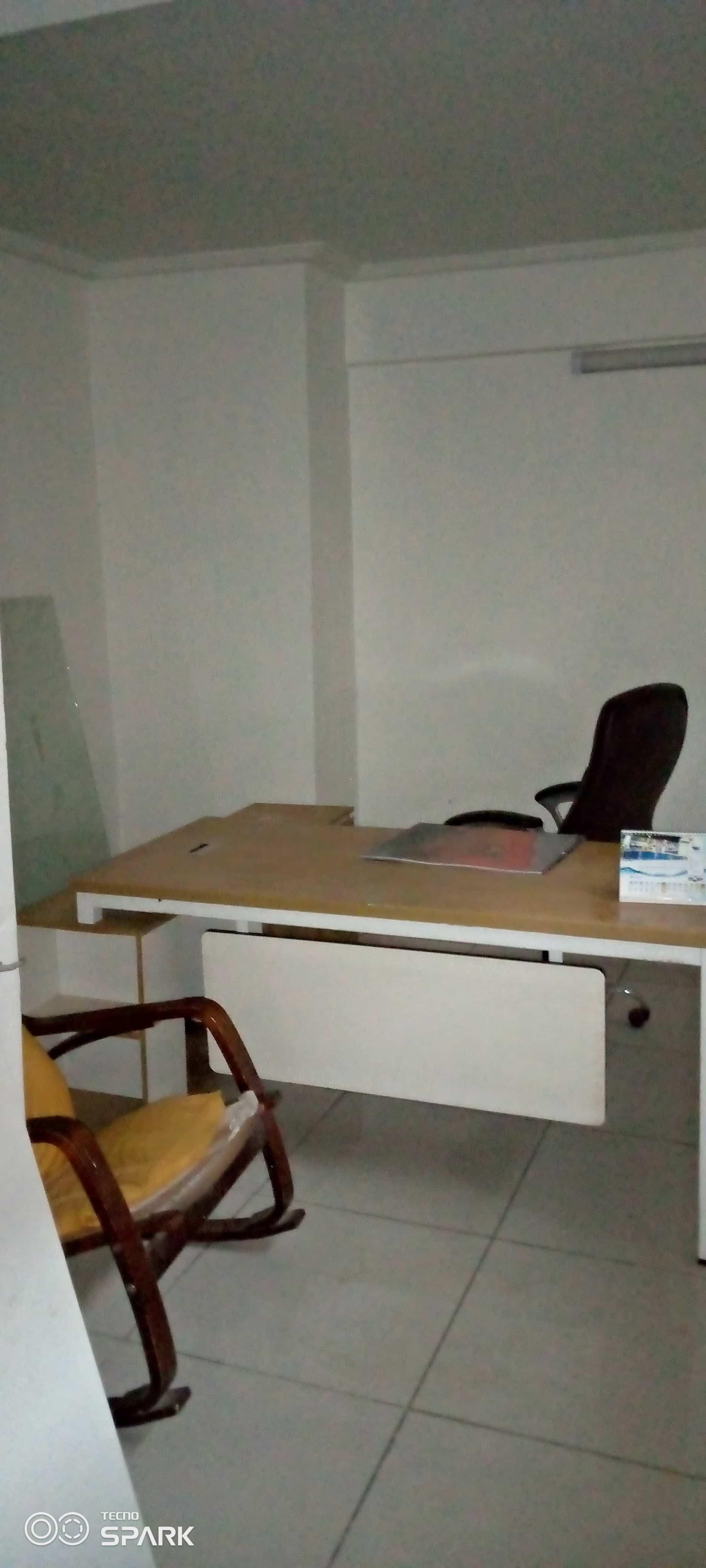 Office to rent at Yaoundé, Bastos, Pas loin de l'ambassade - 200 m2 - 1 500 000 FCFA