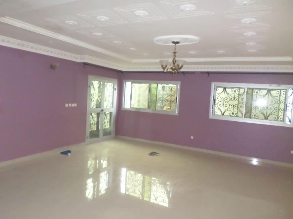 House (Villa) to rent - Yaoundé, Bastos, Pas loin de l'école - 1 living room(s), 4 bedroom(s), 3 bathroom(s) - 1 300 000 FCFA / month