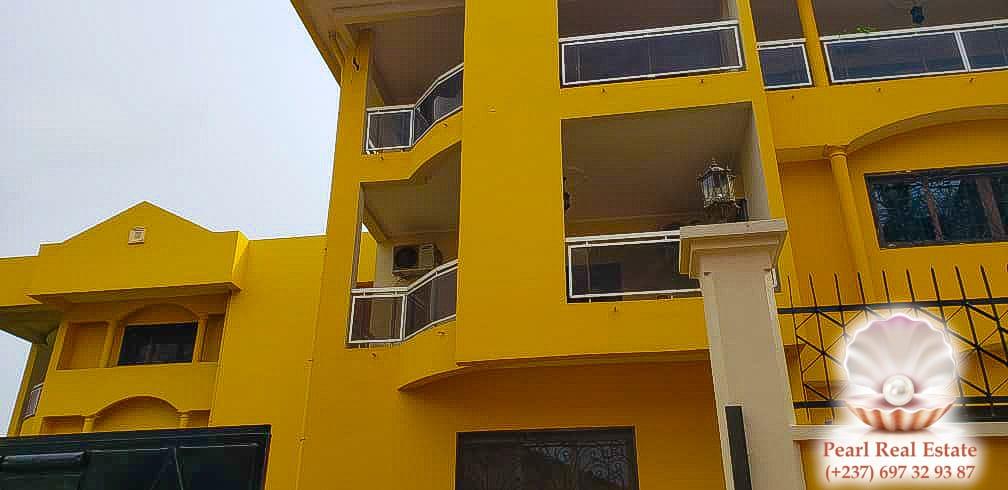 Apartment to rent - Yaoundé, Bastos, Golf - 1 living room(s), 3 bedroom(s), 2 bathroom(s) - 1 300 000 FCFA / month