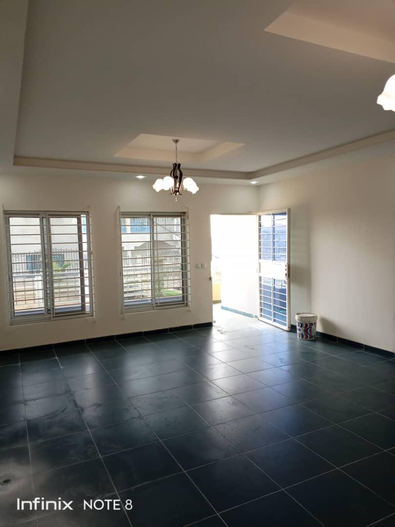 House (Duplex) to rent - Douala, Yassa, Ver cité chira - 2 living room(s), 3 bedroom(s), 4 bathroom(s) - 300 000 FCFA / month
