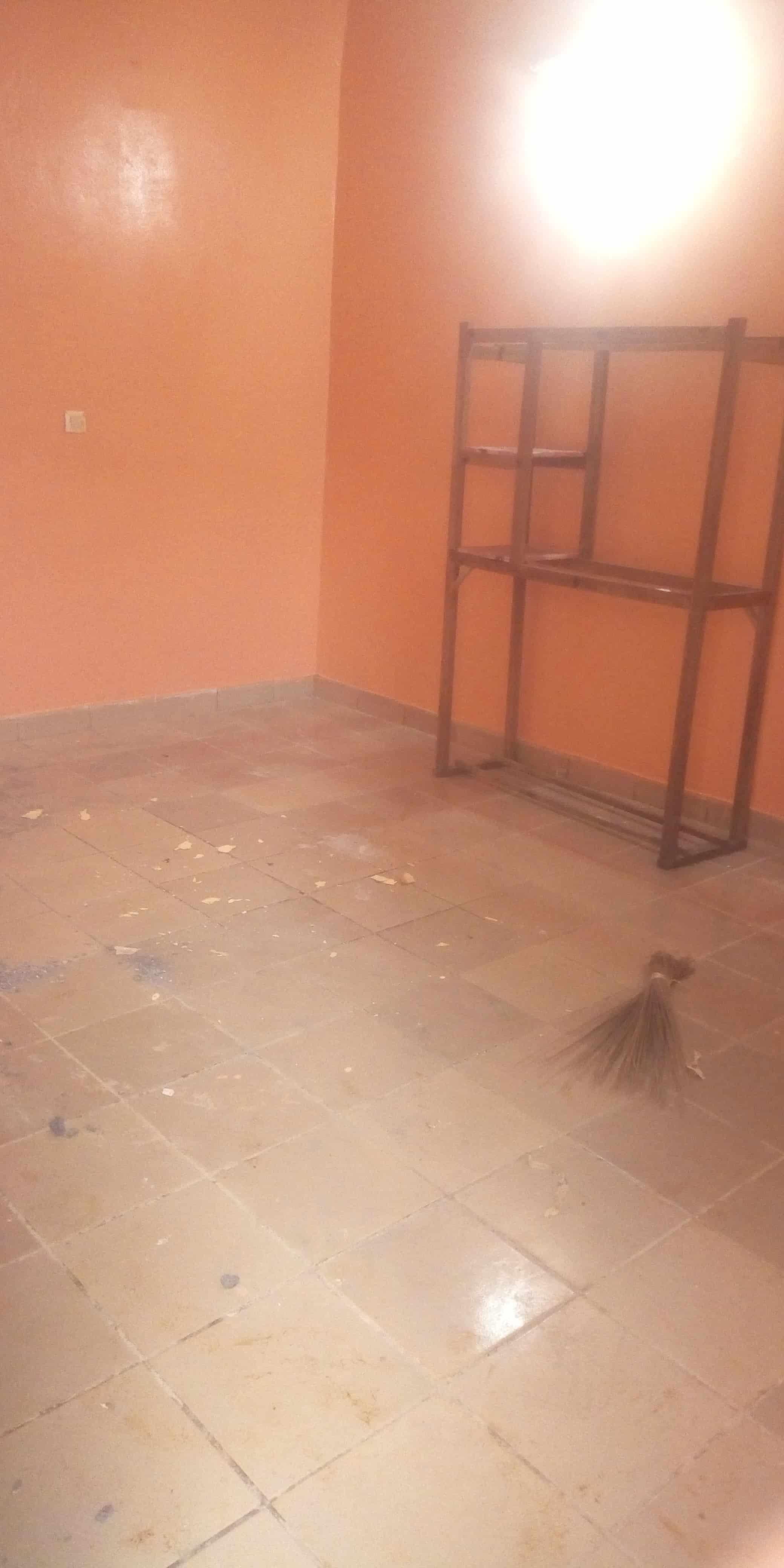 Studio to rent - Yaoundé, Biyem-Assi, Chambre moderne disponible à Yaoundé biyem lycée dans la barrière à 30 m de la route principale - 32 500 FCFA / month