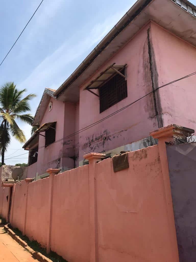 House (Villa) for sale - Yaoundé, Biyem-Assi, Maison à vendre Yaoundé biyem assi - 1 living room(s), 4 bedroom(s), 3 bathroom(s) - 70 000 000 FCFA / month