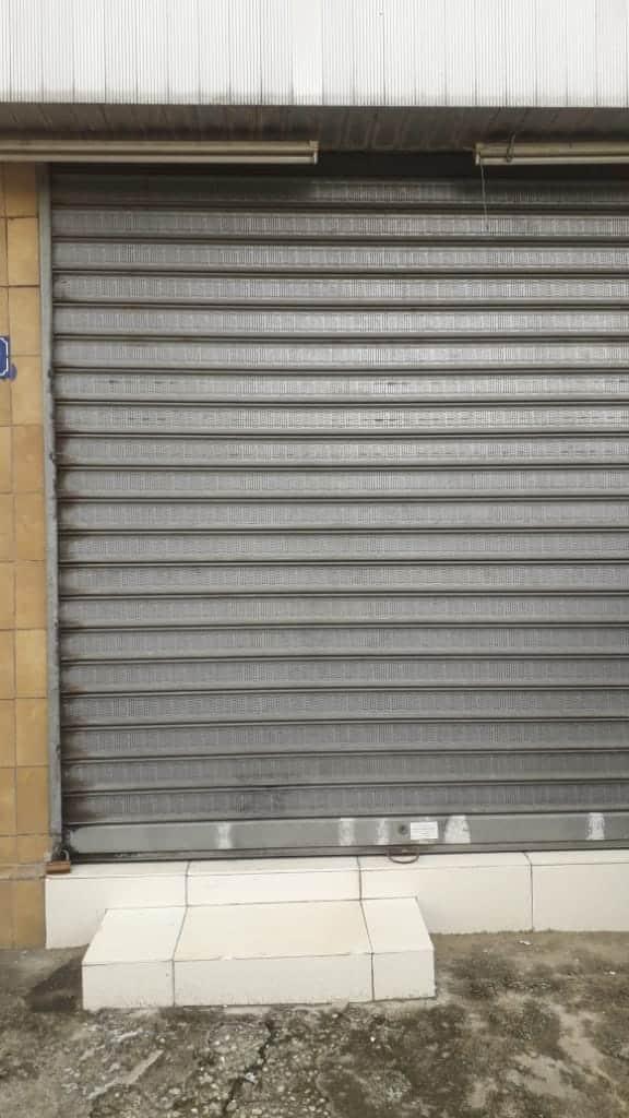 Warehouse to rent at Douala, Akwa I, Ver la rue dobel - 180 m2 - 350 000 FCFA