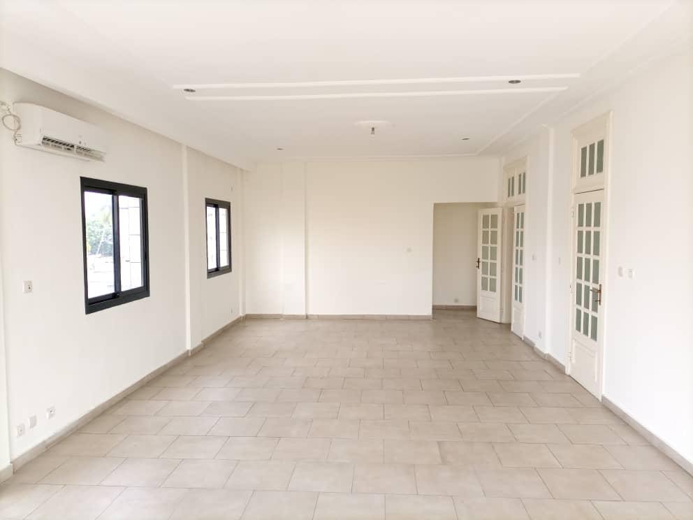 Apartment to rent - Douala, Bali, Bali - 1 living room(s), 3 bedroom(s), 2 bathroom(s) - 800 000 FCFA / month