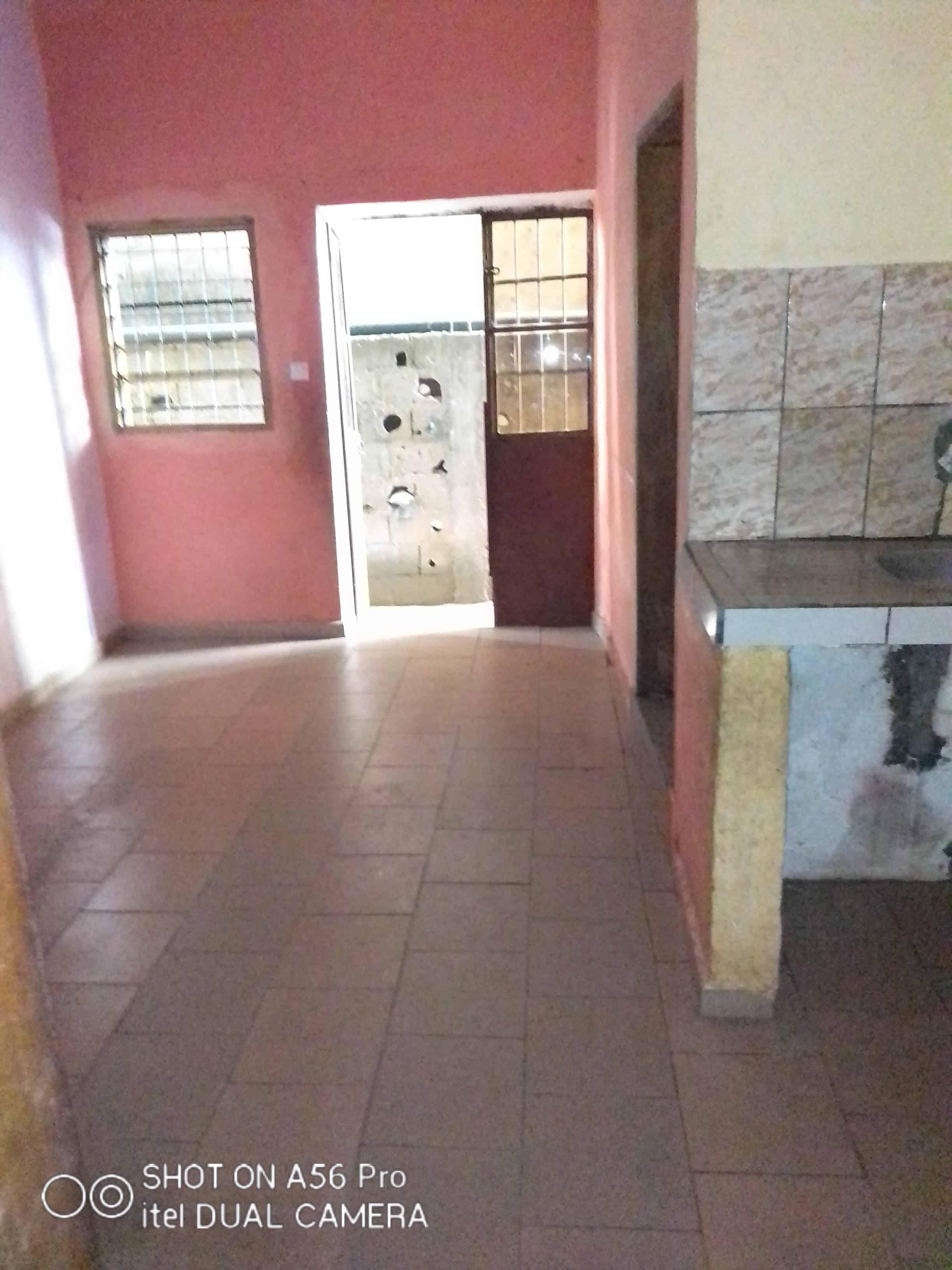 Apartment to rent - Douala, Logpom, Montana city - 1 living room(s), 1 bedroom(s), 1 bathroom(s) - 40 000 FCFA / month