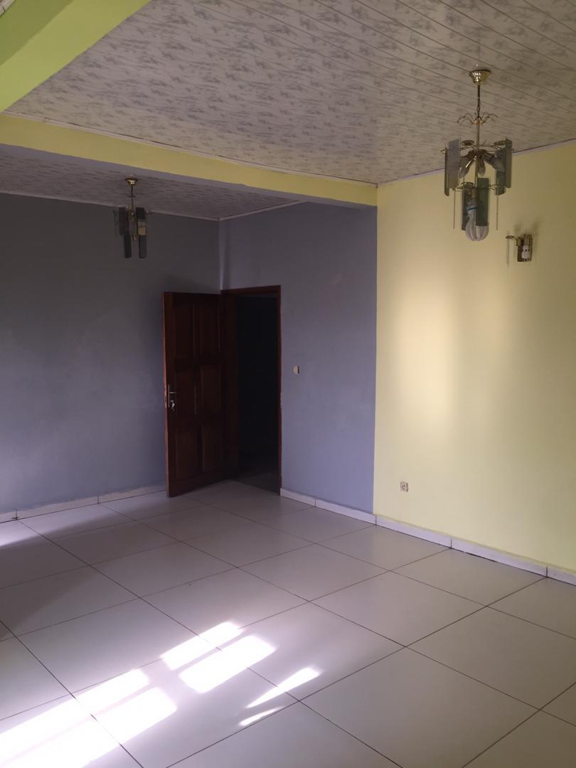 Studio to rent - Yaoundé, Nsimeyong, Shell - 150 000 FCFA / month