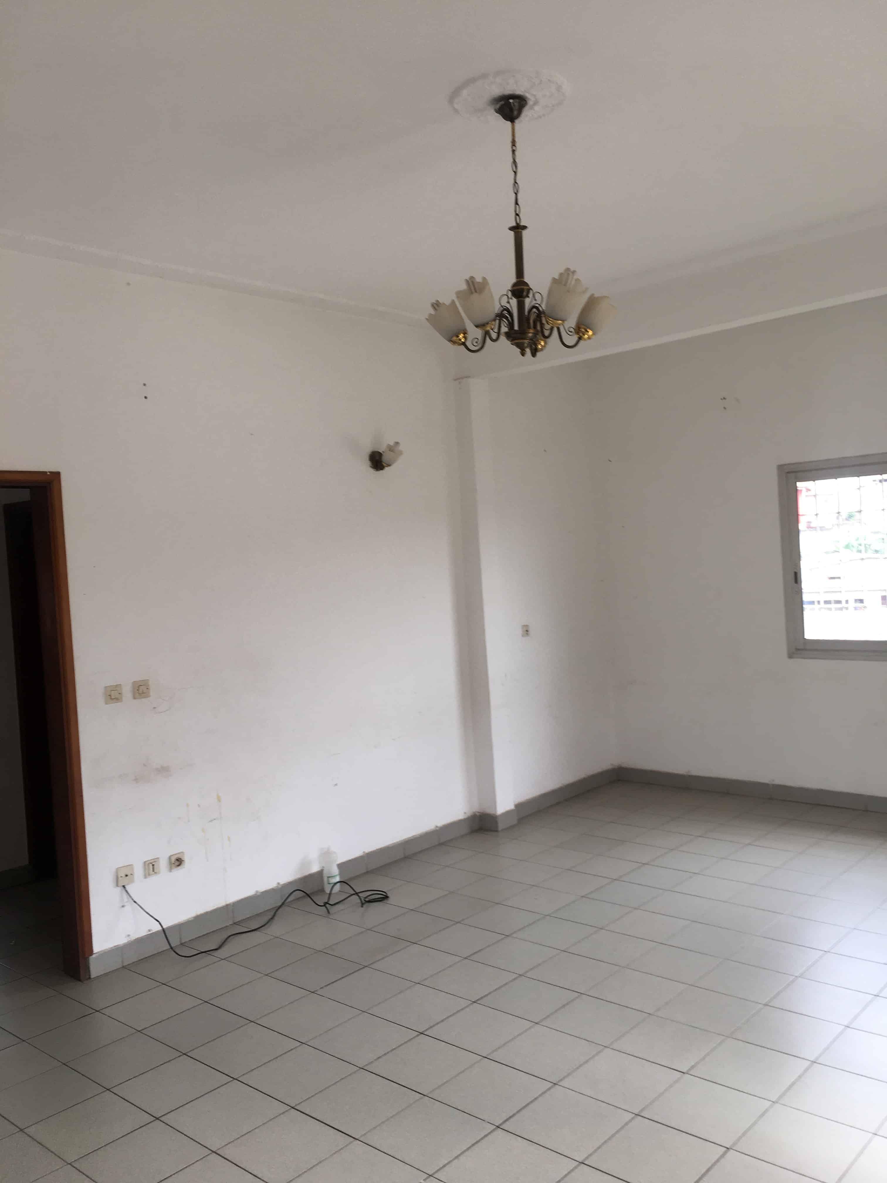 Apartment to rent - Yaoundé, Mfandena, Titi garage - 1 living room(s), 2 bedroom(s), 1 bathroom(s) - 225 000 FCFA / month