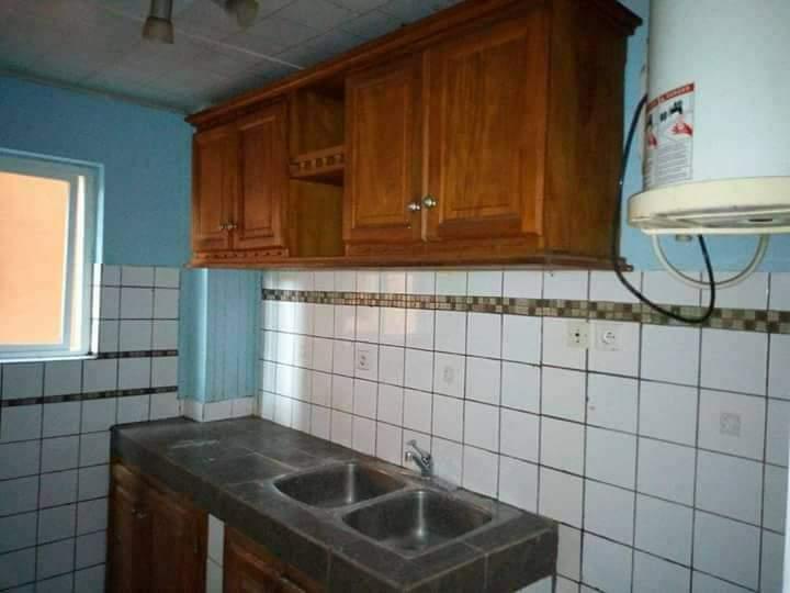 Apartment to rent - Douala, Makepe, STUDIO MODERNE À LOUER DERRIÈRE LE LYCÉE DE MAKEPE DANS UN IMMEUBLE PROPRE. - 1 living room(s), 1 bedroom(s), 1 bathroom(s) - 75 000 FCFA / month