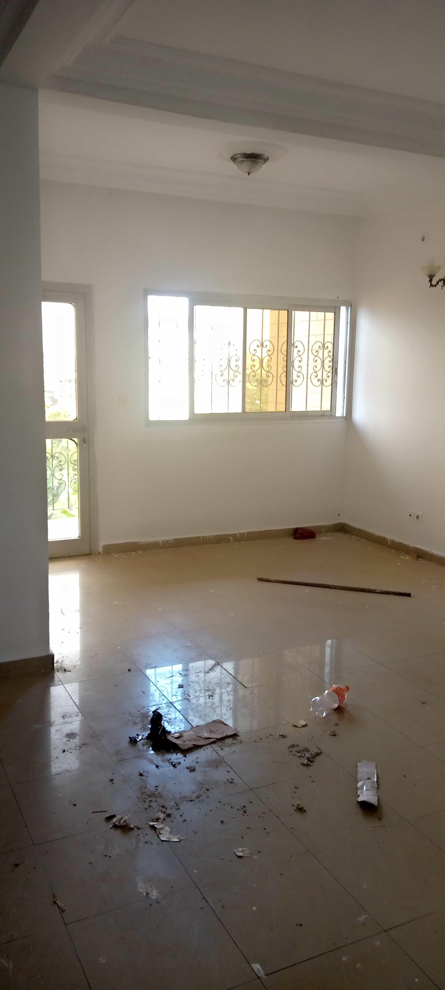 Apartment to rent - Yaoundé, Essos, Pas loin de masso - 1 living room(s), 2 bedroom(s), 2 bathroom(s) - 150 000 FCFA / month