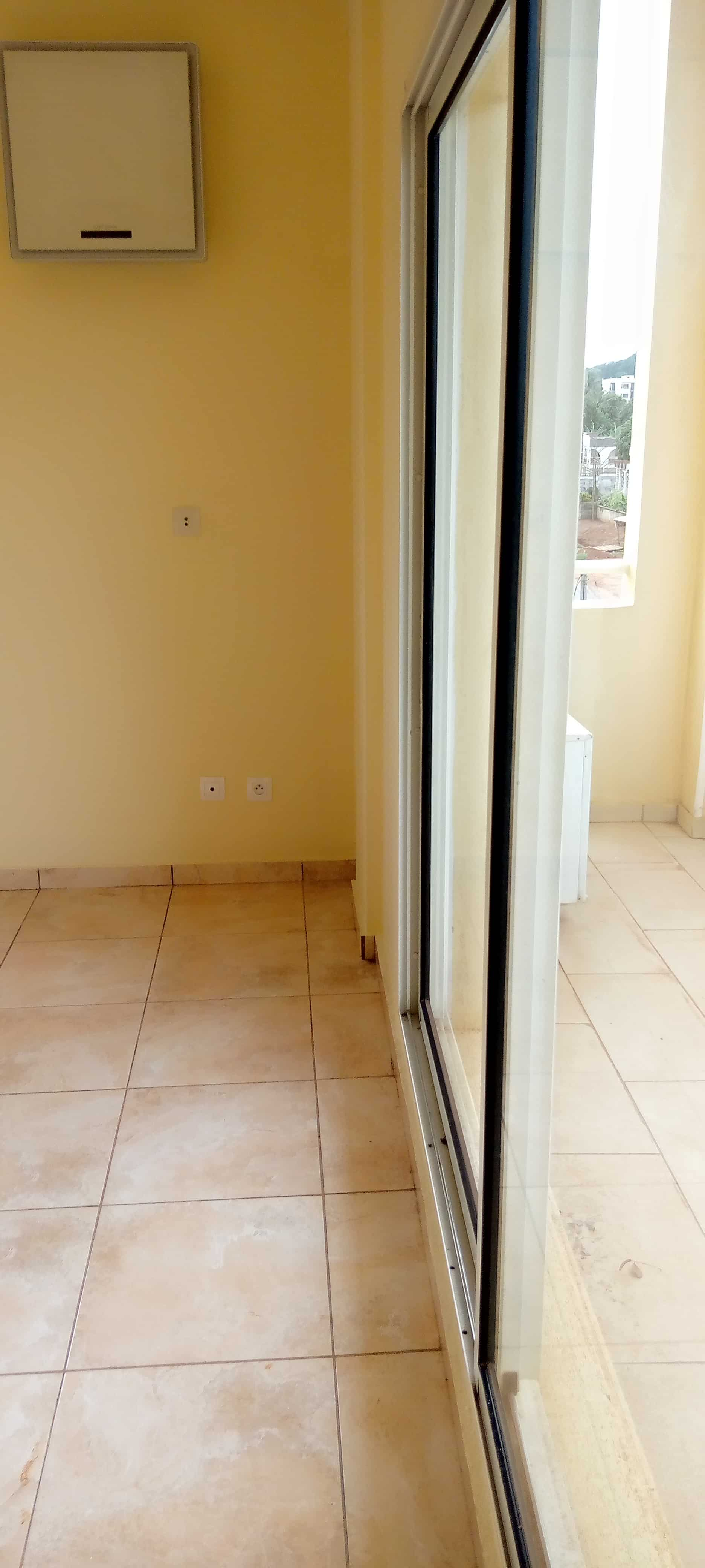 Apartment to rent - Yaoundé, Bastos, Dragage - 1 living room(s), 2 bedroom(s), 3 bathroom(s) - 480 000 FCFA / month