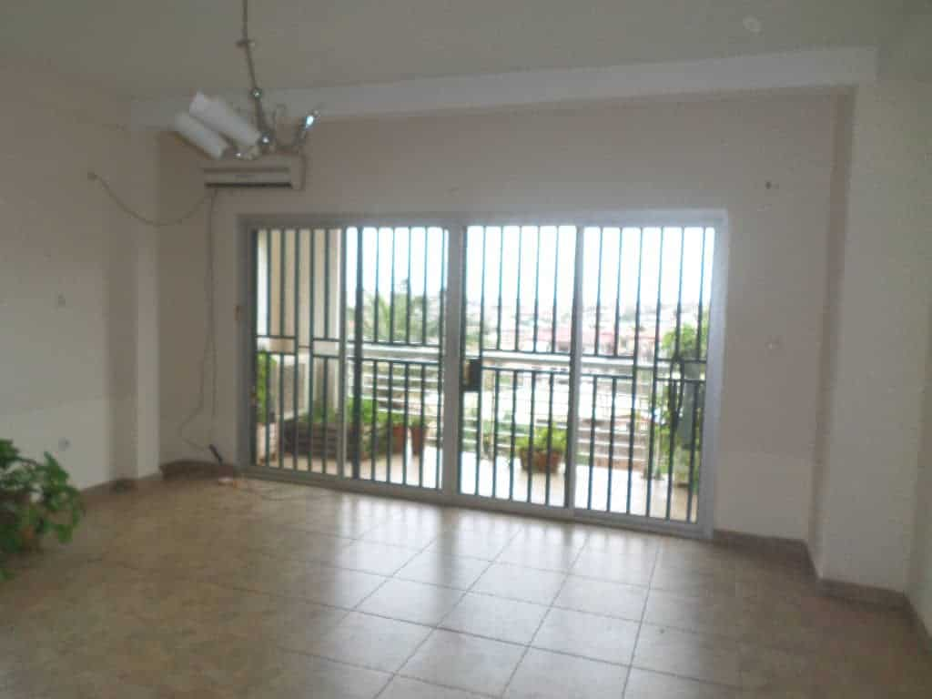 Apartment to rent - Yaoundé, Bastos, Puccini - 1 living room(s), 2 bedroom(s), 3 bathroom(s) - 300 000 FCFA / month