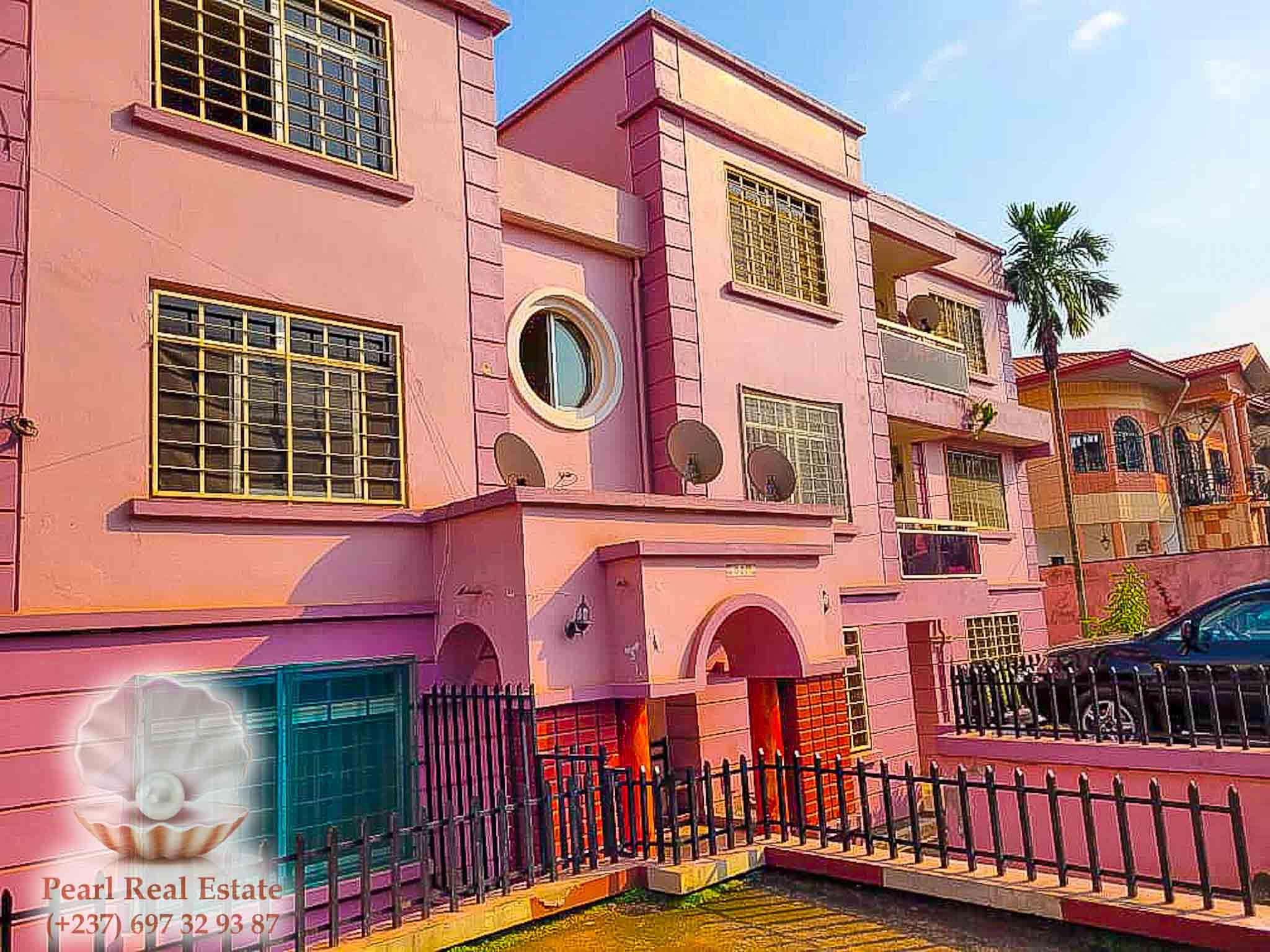 Apartment to rent - Yaoundé, Mfandena, Omnisports - 1 living room(s), 3 bedroom(s), 2 bathroom(s) - 350 000 FCFA / month