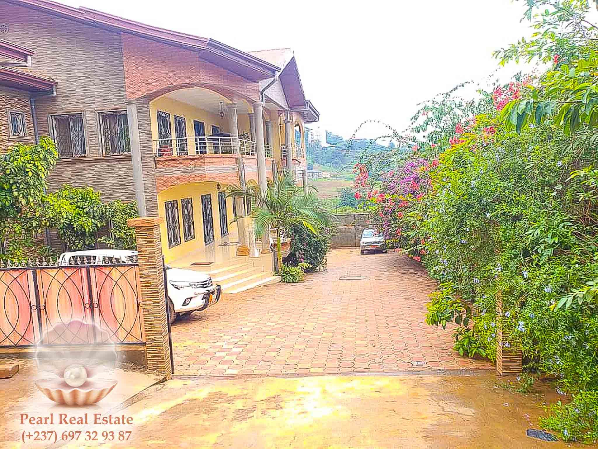 Apartment to rent - Yaoundé, Mont Fébé, Mont FEBE - 1 living room(s), 3 bedroom(s), 2 bathroom(s) - 400 000 FCFA / month
