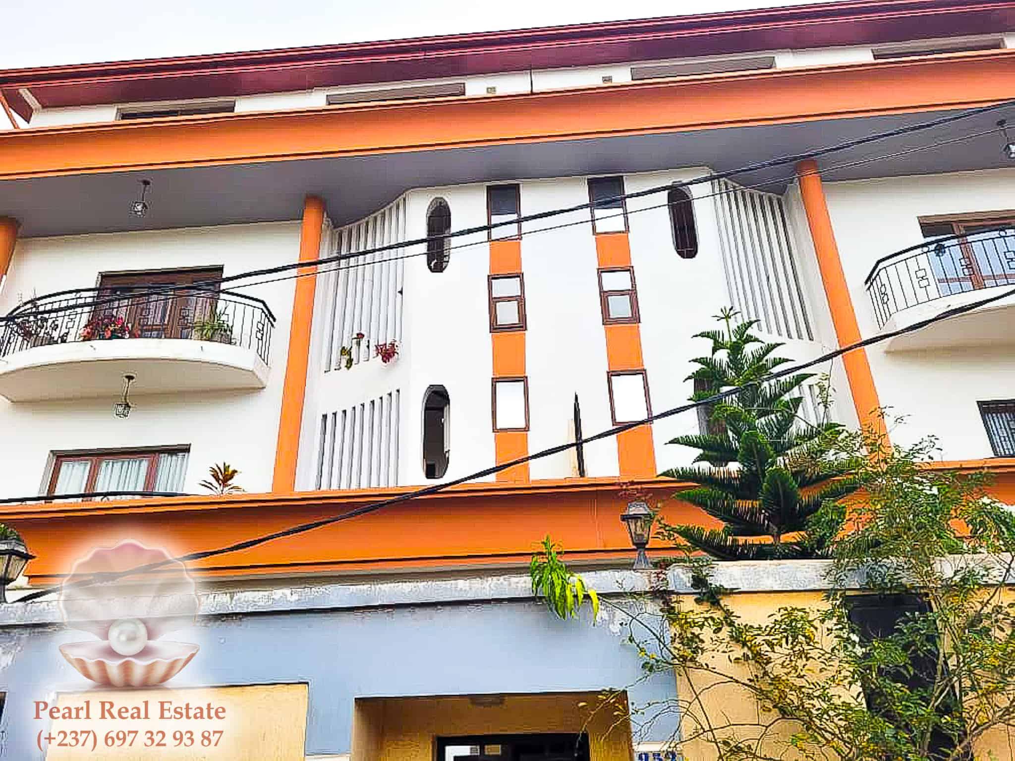 Apartment to rent - Yaoundé, Quartier Fouda, Omnisports - 1 living room(s), 3 bedroom(s), 2 bathroom(s) - 400 000 FCFA / month