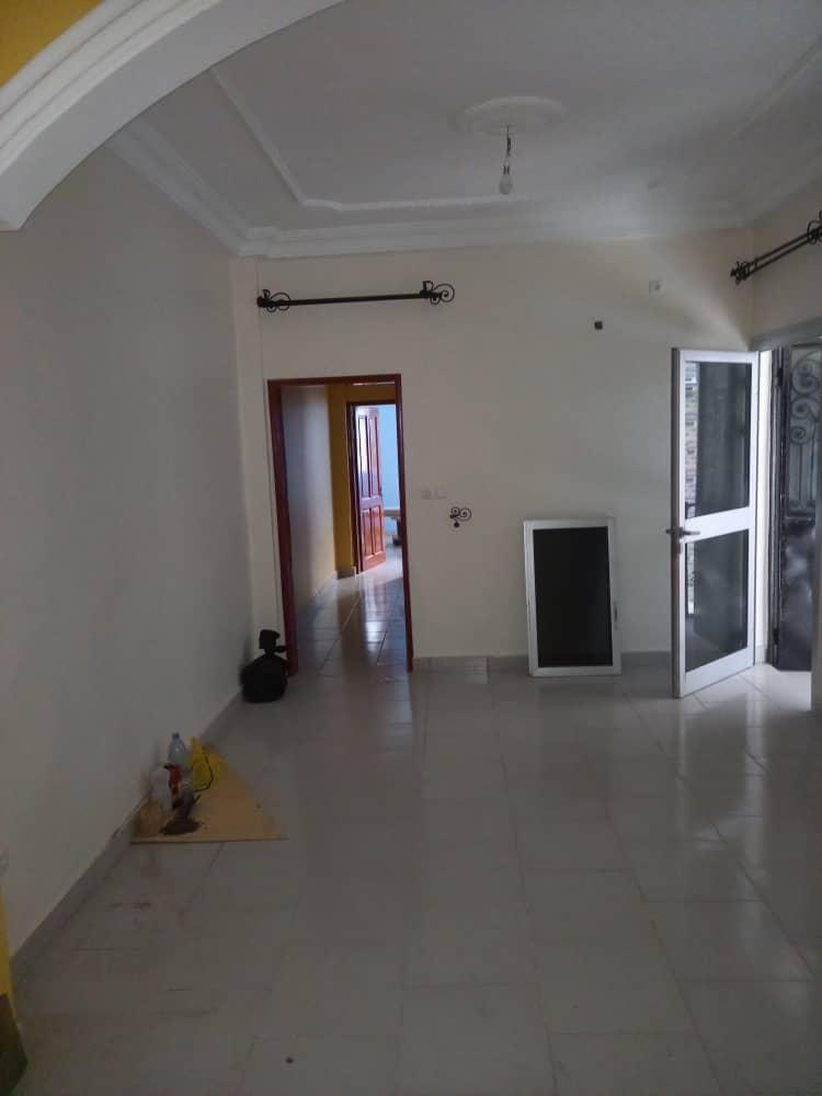 Apartment to rent - Douala, Kotto, Ver Briquiny - 1 living room(s), 2 bedroom(s), 2 bathroom(s) - 130 000 FCFA / month