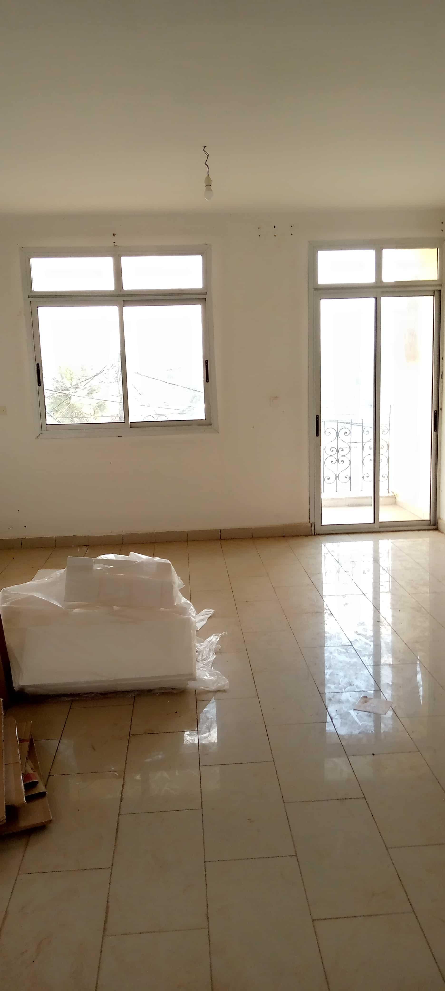 Apartment to rent - Yaoundé, Santa Barbara, Pas loin de la sonel - 1 living room(s), 2 bedroom(s), 2 bathroom(s) - 200 000 FCFA / month