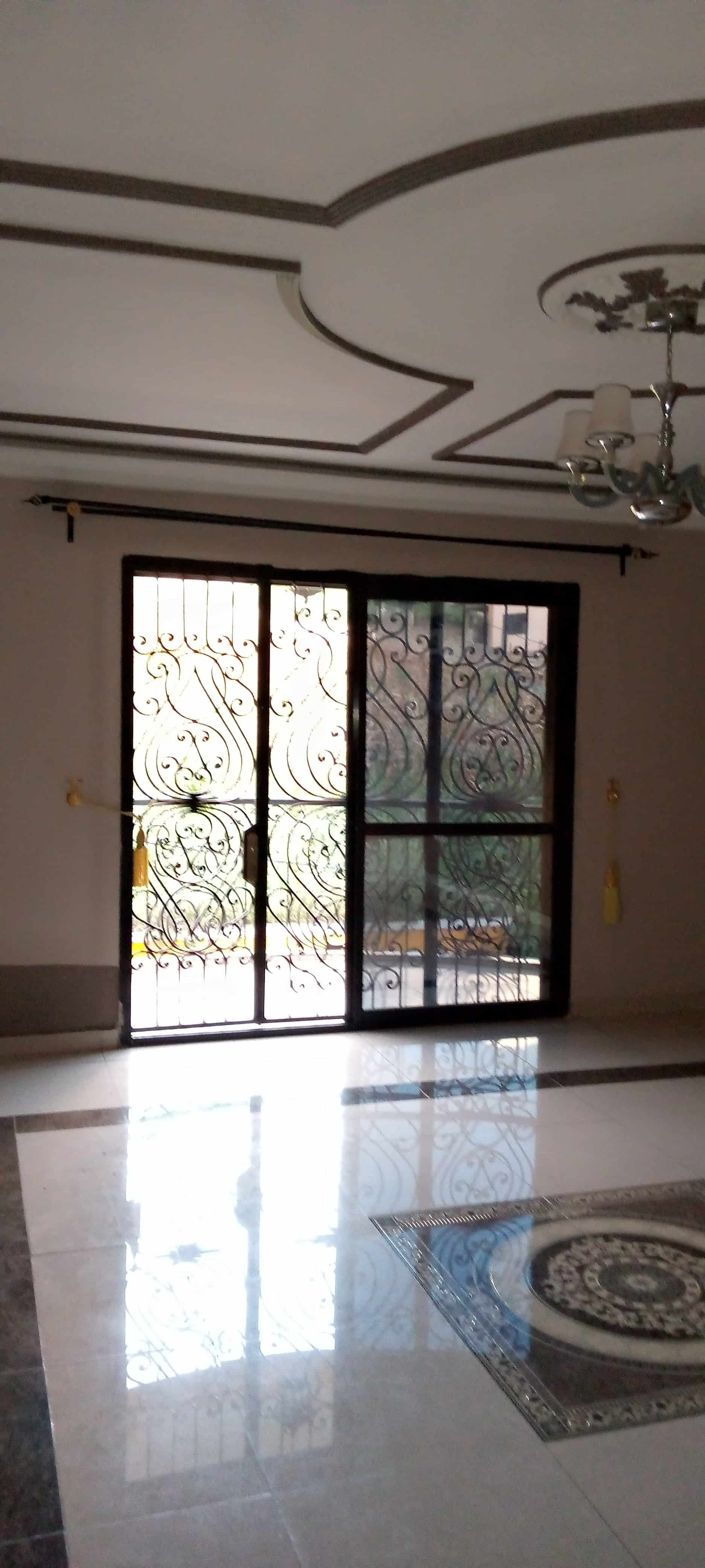 Apartment to rent - Yaoundé, Ngousso, Ngousso - 1 living room(s), 2 bedroom(s), 3 bathroom(s) - 200 000 FCFA / month