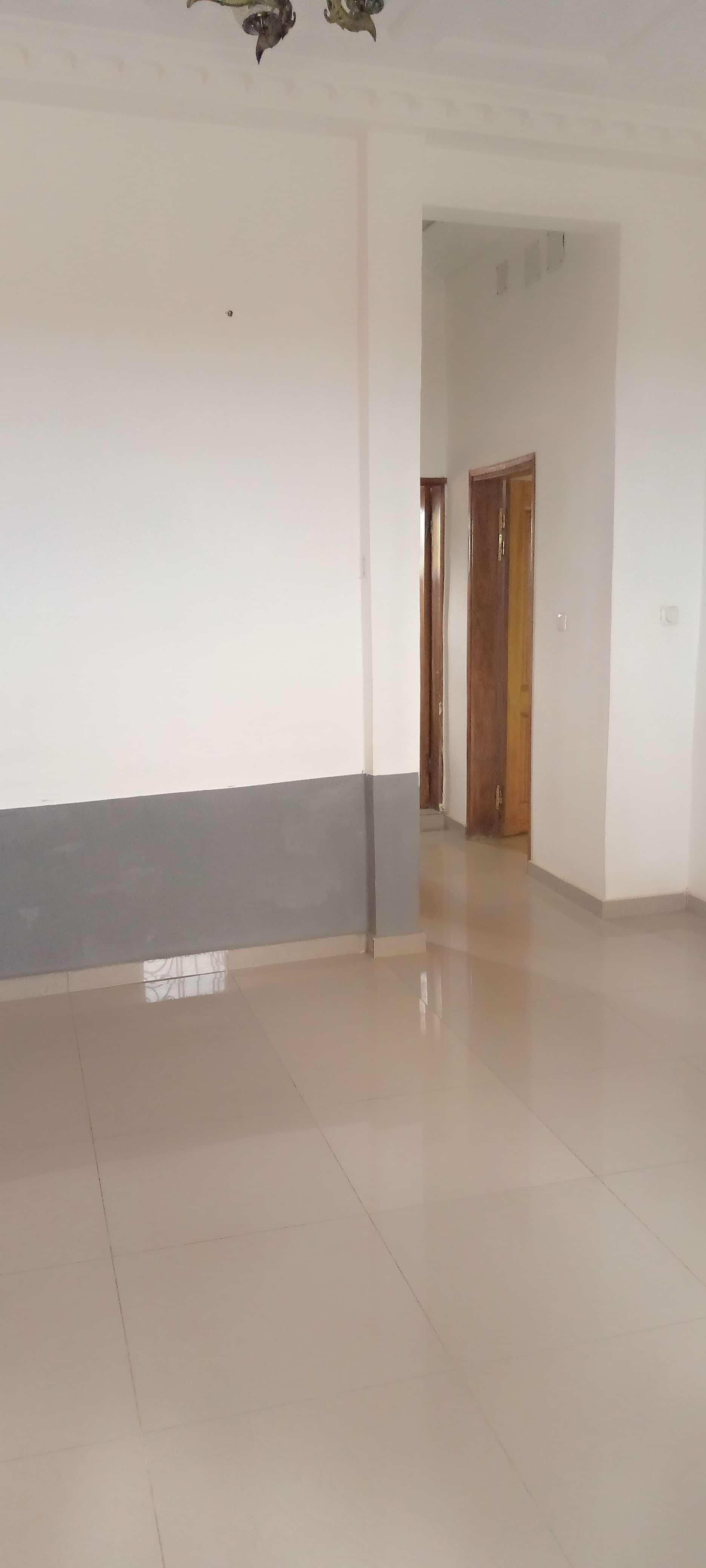 Apartment to rent - Yaoundé, Bastos, Pas loin du rond point - 1 living room(s), 2 bedroom(s), 2 bathroom(s) - 230 000 FCFA / month