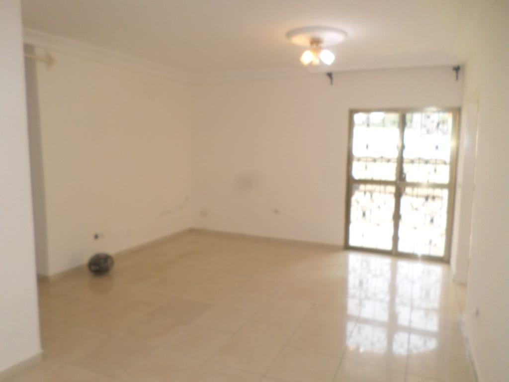 Apartment to rent - Yaoundé, Bastos, pas loin du rond point bastos - 1 living room(s), 2 bedroom(s), 3 bathroom(s) - 350 000 FCFA / month