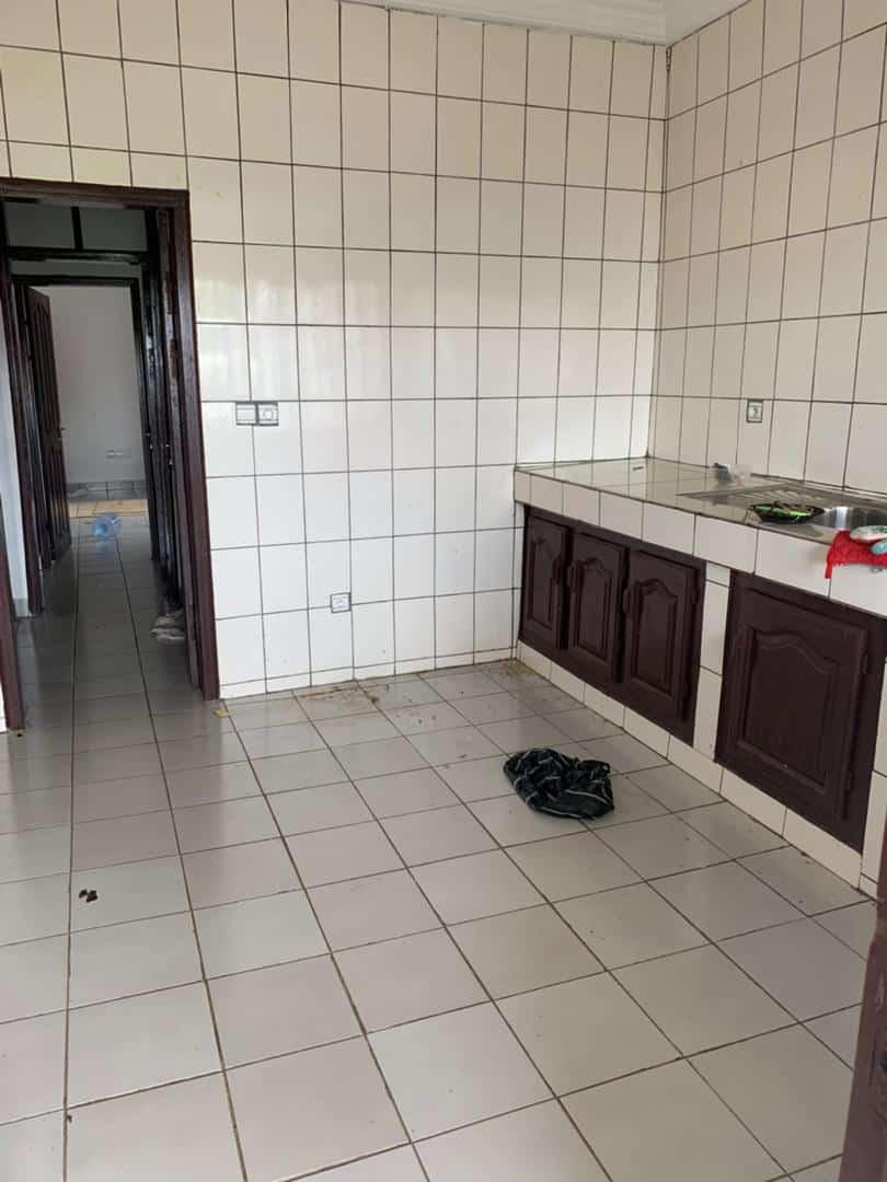 Apartment to rent - Douala, Logpom, Ver andem - 1 living room(s), 3 bedroom(s), 2 bathroom(s) - 140 000 FCFA / month