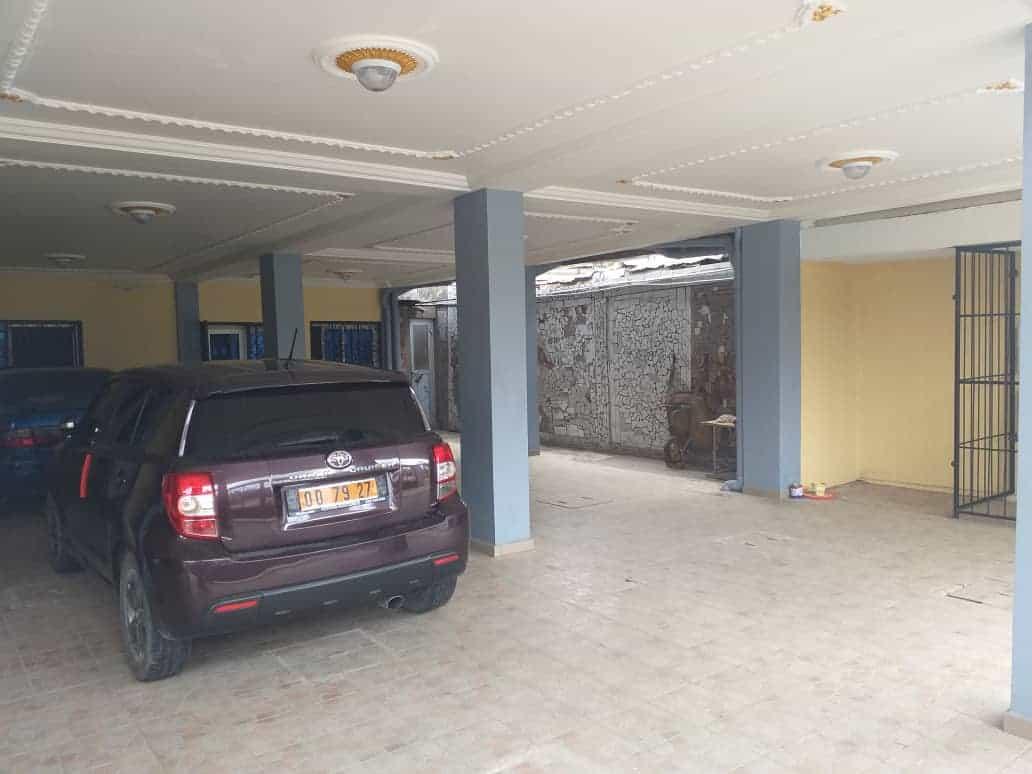 Appartement à louer - Douala, Makepe, APTRES CARREFOUR PATRICK MBOMA - 1 salon(s), 2 chambre(s), 2 salle(s) de bains - 16 000 FCFA / mois