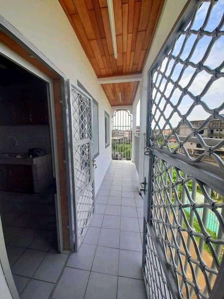 Appartement à louer - Douala, Makepe, Ver bloc L - 1 salon(s), 2 chambre(s), 3 salle(s) de bains - 160 000 FCFA / mois