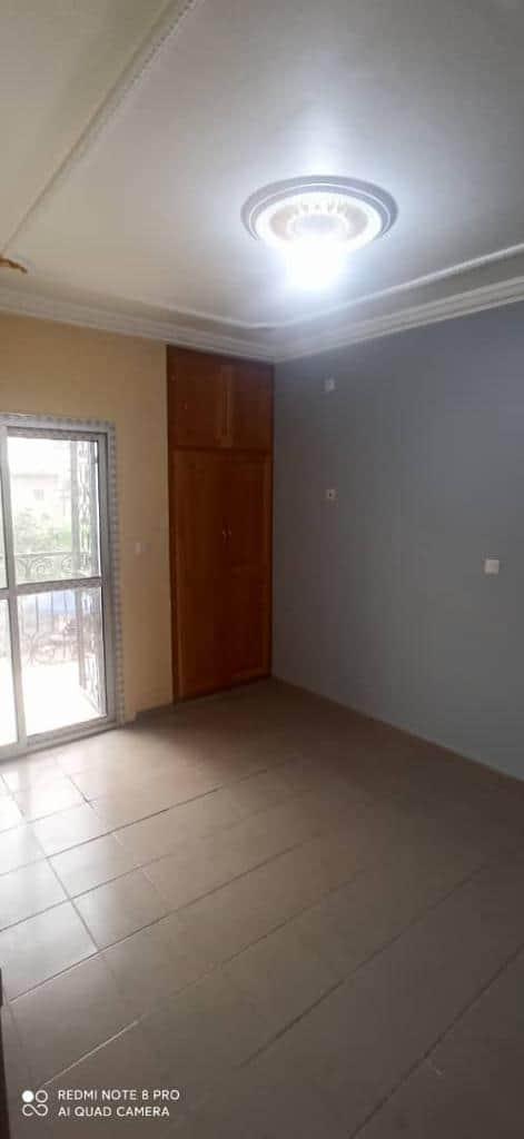 Appartement à louer - Douala, Makepe, APTRES CARREFOUR PATRICK MBOMA - 1 salon(s), 2 chambre(s), 2 salle(s) de bains - 160 000 FCFA / mois