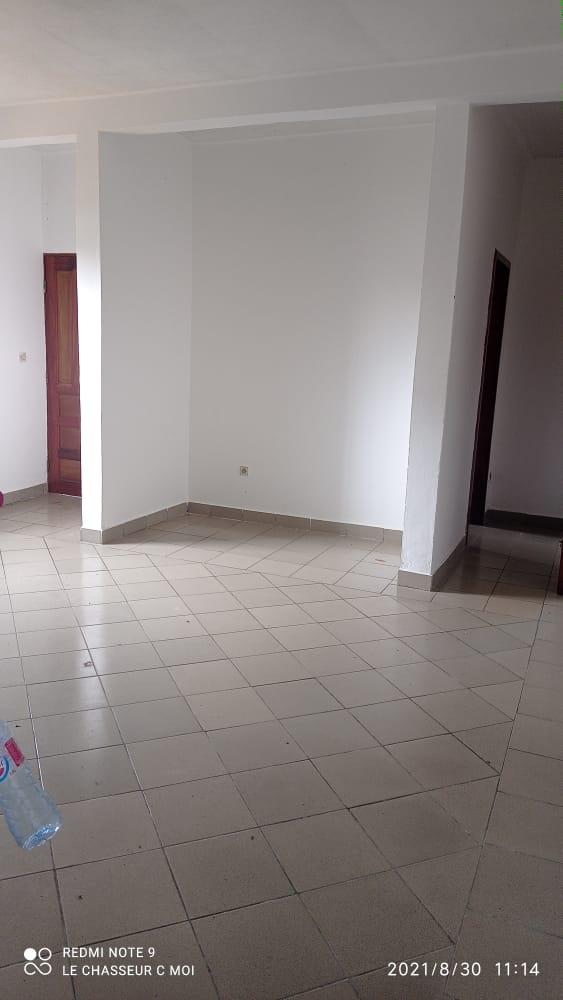 Appartement à louer - Douala, PK 11, C'est a pk12 - 1 salon(s), 2 chambre(s), 1 salle(s) de bains - 75 000 FCFA / mois