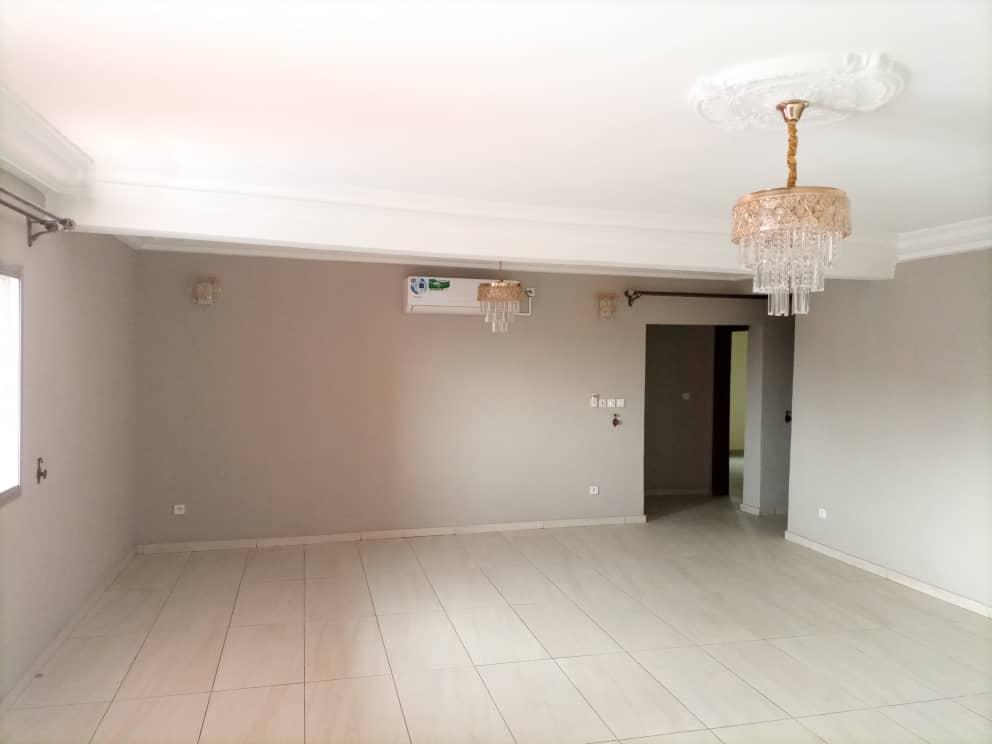 Appartement à louer - Douala, Bonamoussadi, résidentiel - 1 salon(s), 2 chambre(s), 1 salle(s) de bains - 350 000 FCFA / mois