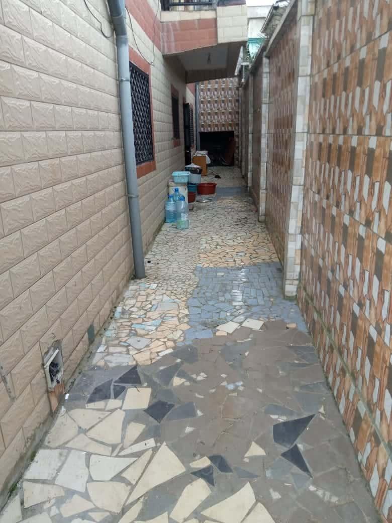 Appartement à louer - Douala, Logpom, Ver Garbon bar - 1 salon(s), 3 chambre(s), 3 salle(s) de bains - 200 000 FCFA / mois