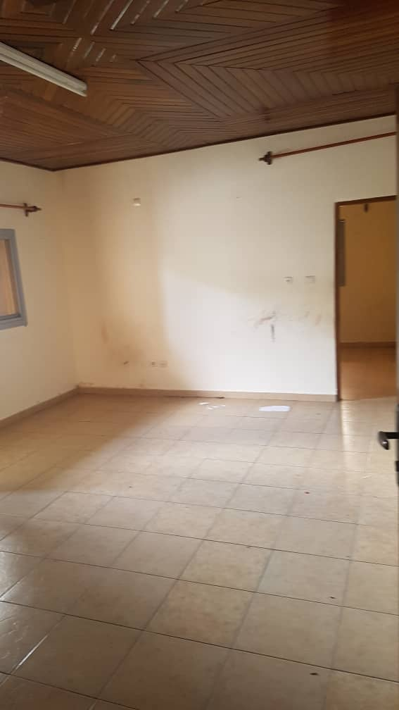 Appartement à louer - Douala, Makepe, Ver bloc L - 1 salon(s), 1 chambre(s), 1 salle(s) de bains - 100 000 FCFA / mois
