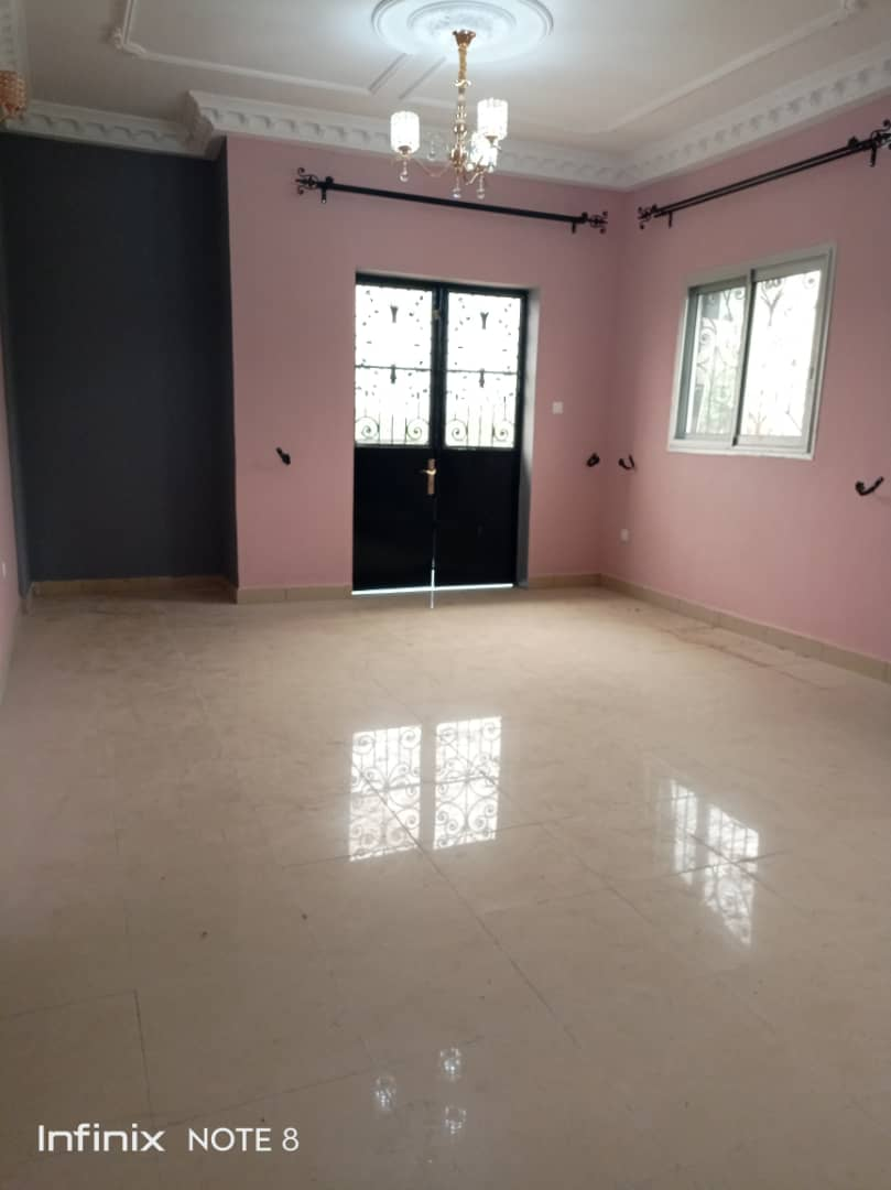 Appartement à louer - Douala, Logbessou I, Ver station nickel oil - 1 salon(s), 2 chambre(s), 2 salle(s) de bains - 150 000 FCFA / mois