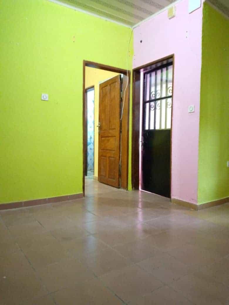 Appartement à louer - Douala, Kotto, Ver Baden Baden - 1 salon(s), 1 chambre(s), 1 salle(s) de bains - 70 000 FCFA / mois