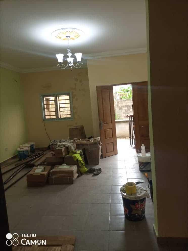 Appartement à louer - Douala, Kotto, Ver carrefour des immeubles - 1 salon(s), 2 chambre(s), 2 salle(s) de bains - 100 000 FCFA / mois