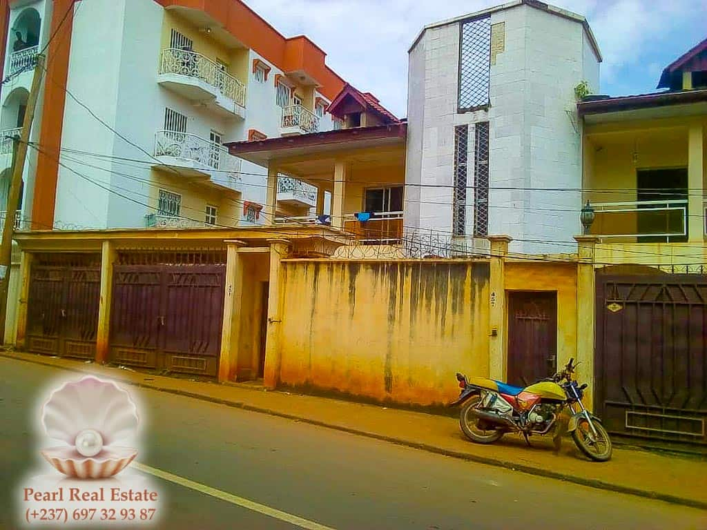 House (Villa) for sale - Yaoundé, Bastos, Dragages - 1 living room(s), 4 bedroom(s), 3 bathroom(s) - 300 000 000 FCFA / month
