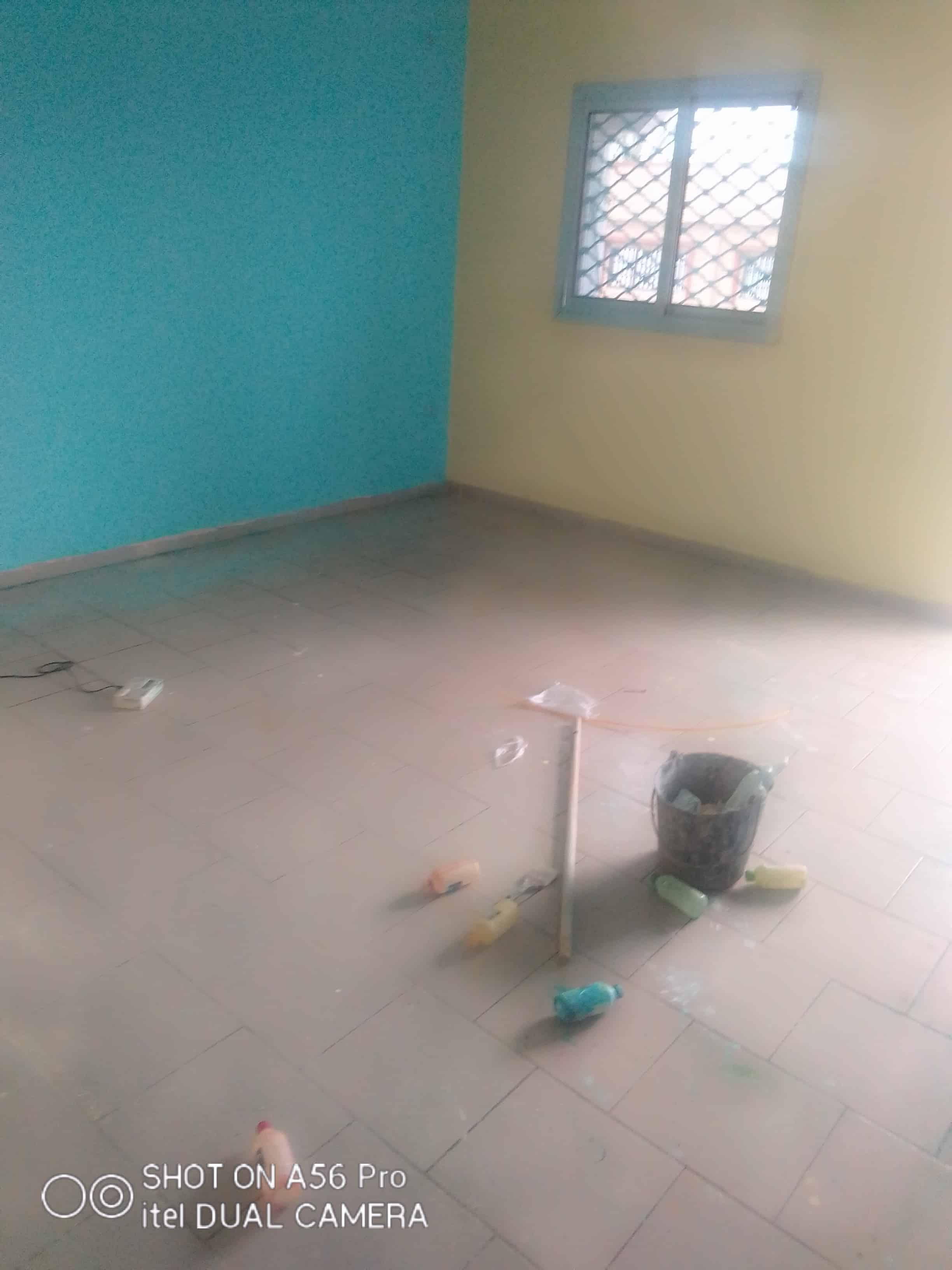 Appartement à louer - Douala, Logpom, Carrefour basson - 1 salon(s), 2 chambre(s), 2 salle(s) de bains - 75 000 FCFA / mois