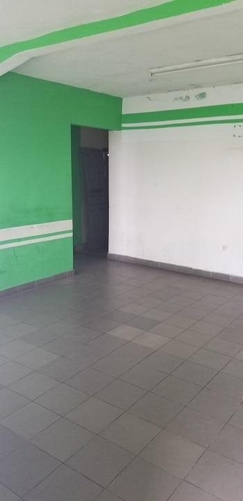 Appartement à louer - Douala, Ndokotti, Ndogsimbi - 1 salon(s), 3 chambre(s), 2 salle(s) de bains - 100 000 FCFA / mois