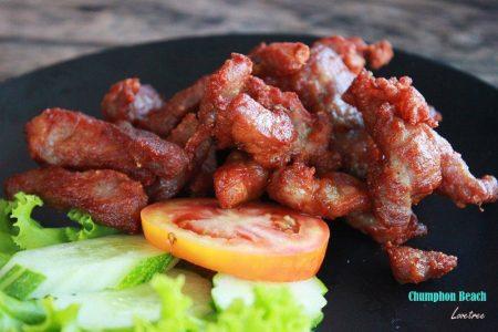 คอหมูทอดน้ำปลา ครัวไหมพร รับทำข้าวกล่อง อาหารจัดเลี้ยง อาหารคลีน อาหารตามสั่ง การันตีความสด อร่อย ถูกหลักอนามัย