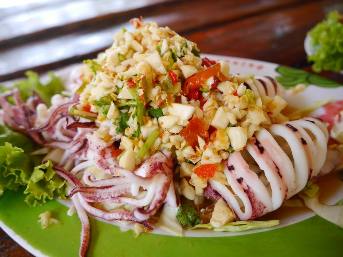 ปลาหมึกนึ่งมะนาว ครัวไหมพร รับทำข้าวกล่อง อาหารจัดเลี้ยง อาหารคลีน อาหารตามสั่ง การันตีความสด อร่อย ถูกหลักอนามัย