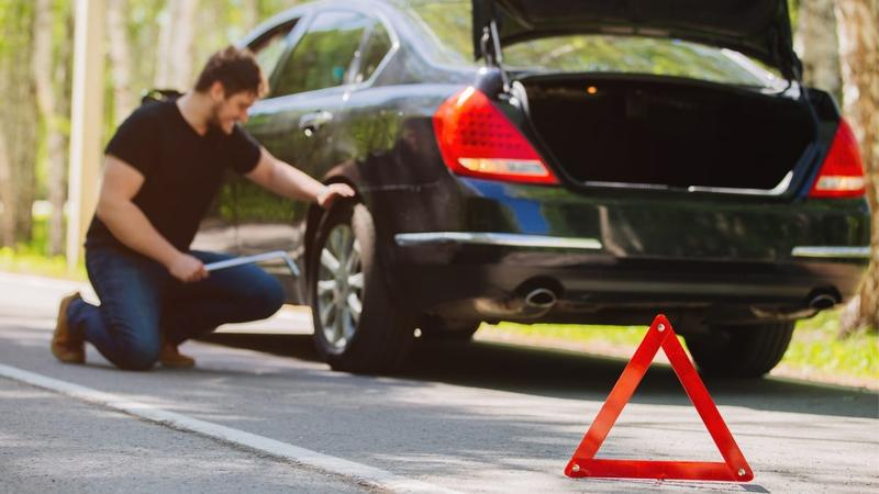 Safety Tips for Breakdowns and Roadside Emergencies - InsuranceHotline.com