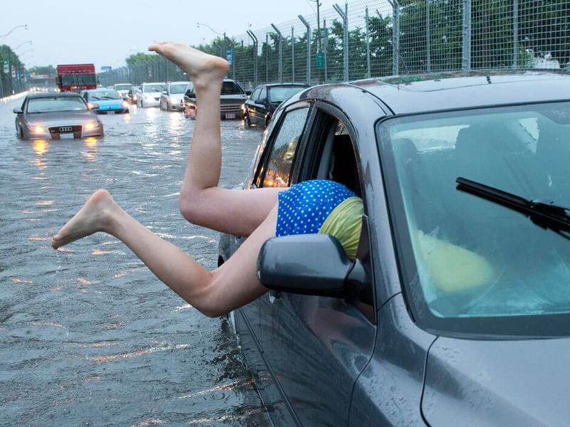 toronto_flooding_woman-car