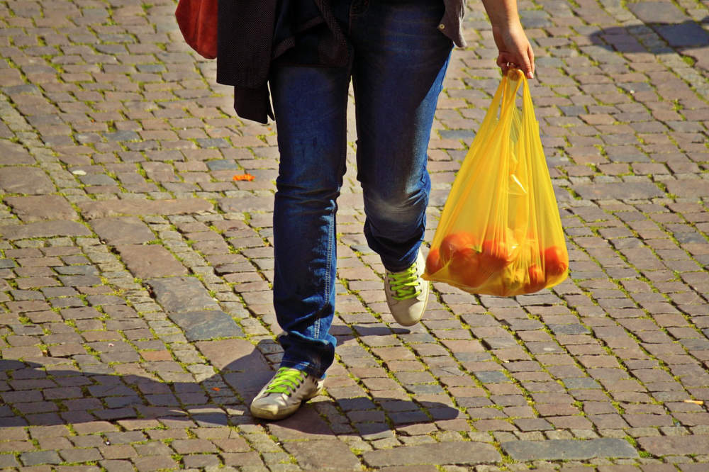 DOBA PLASTOVÁ: Patří rozložitelná plastová taška do žlutého kontejneru?