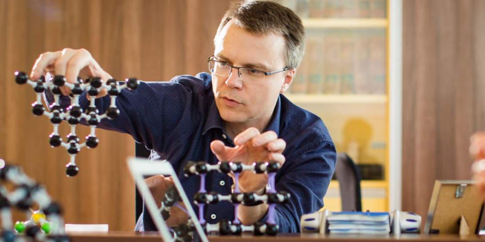 ERC grant pomáhá otevírat dveře, říká fyzikální chemik Otyepka