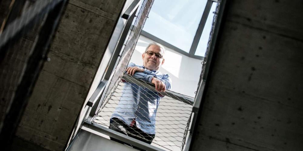 Demokracie do vědy nepatří, říká nejcitovanější český vědec Hobza