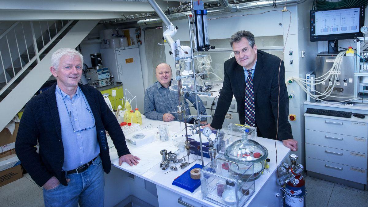 Forum/Hynek Glos: CUCAM: Výzkum nových materiálů a výchova špičkových vědců