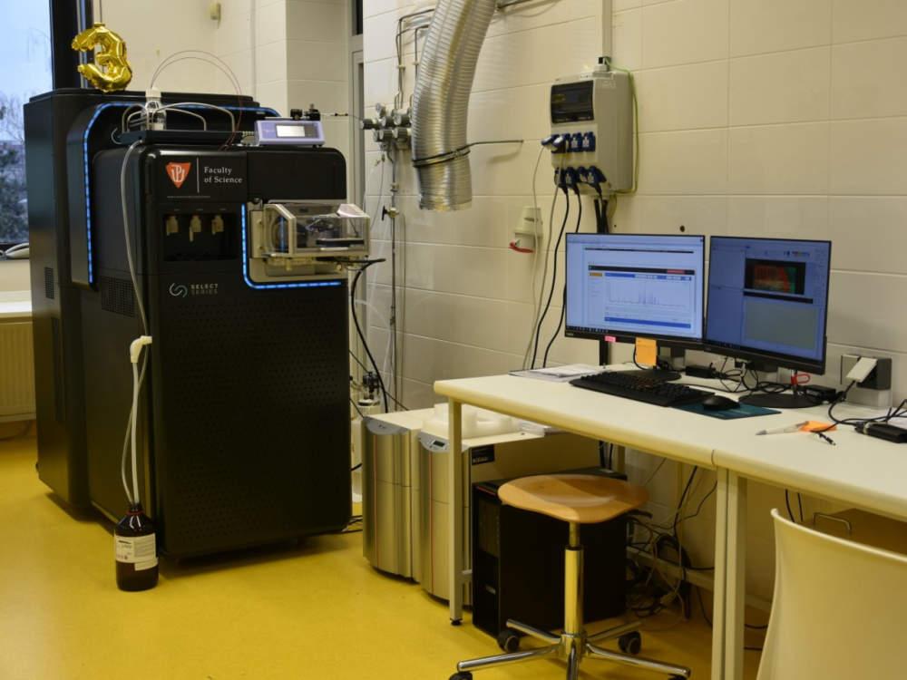 Přírodovědecká fakulta pořídila v roce 2019 špičkový vysokorozlišující hmotnostní spektrometr