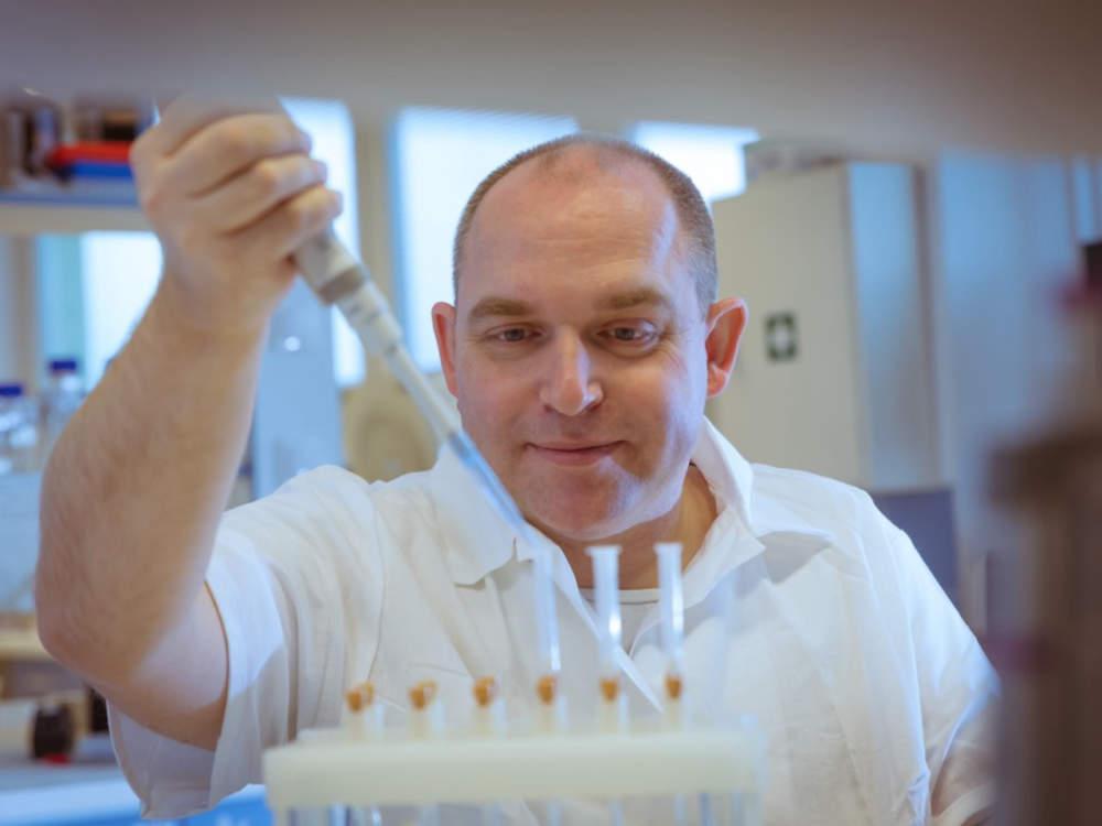 Fytochemik Ondřej Novák se díky výzkumu fytohormonů dostal na seznam nejcitovanějších vědců světa