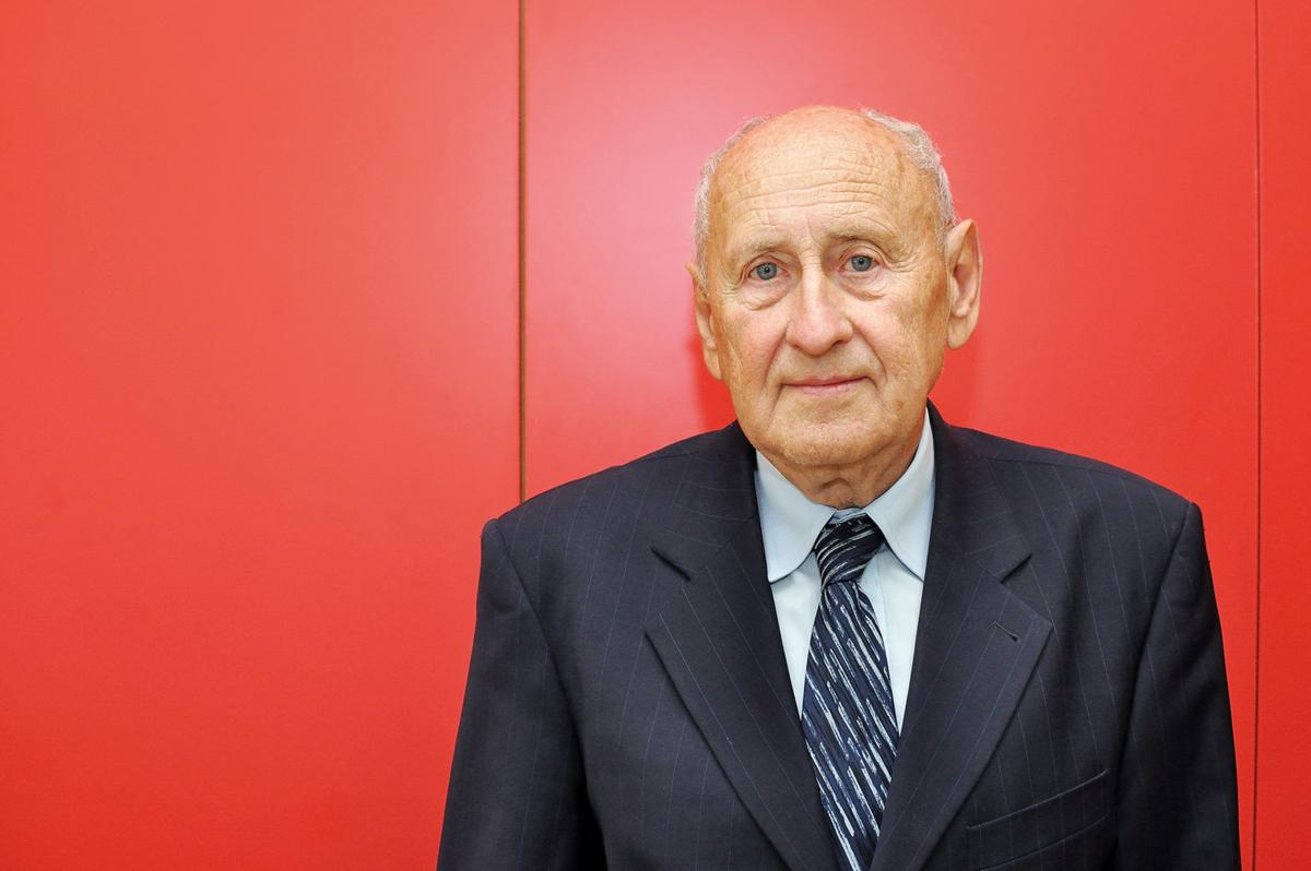 Univerzita Pardubice/Milan Reinberk: Prof. Vladimír Macháček: Škola mi dala dvě lásky