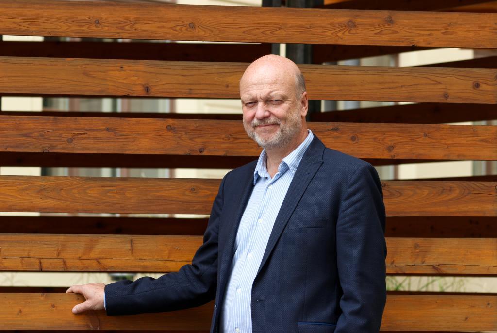 U vědy by se všem mělo měřit stejným metrem, říká rektor Jiří Málek