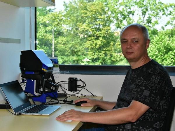 UPOL/Šárka Chovancová: David Milde z katedry analytické chemie